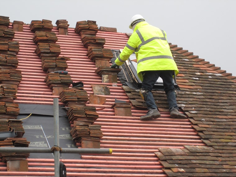 Laying Clay Peg Tiles To Roof Slope South Coast Roof